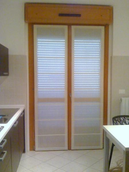 Tende a vetro per finestre di piccole dimensioni per arredare la cucina - Tende per finestra del bagno ...